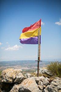 Flaga na wietrze